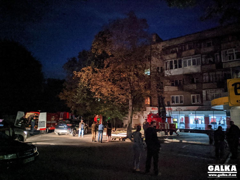 Вечірня пожежа на Чорновола: вогонь гасили на кухні багатоквартирного будинку (ФОТО)