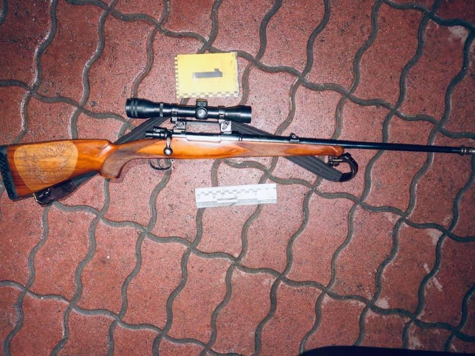 На Долинщині у водія легковика знайшли нелегальну зброю та боєприпаси (ФОТО)