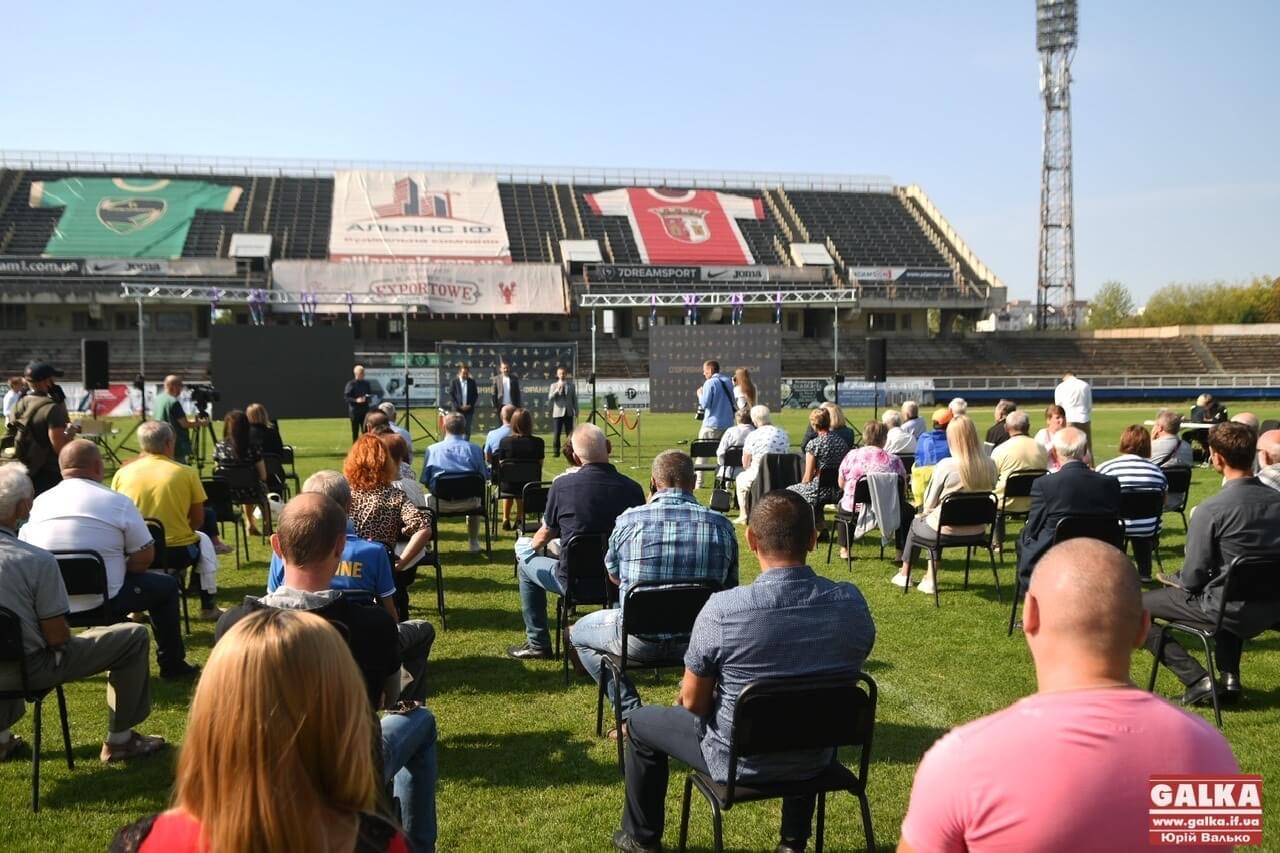 """На стадіоні """"Рух"""" урочисто відсвяткували день працівників спорту (ФОТО)"""