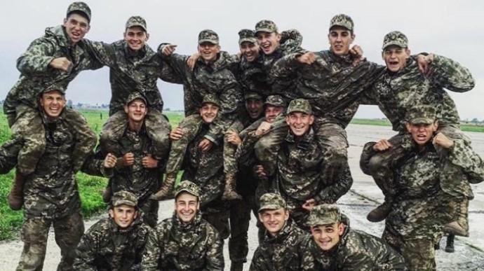 МВС оприлюднило момент падіння АН-26 та фото курсантів, що загинули (ВІДЕО)