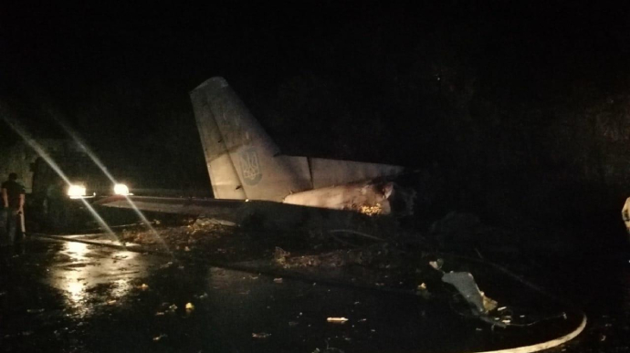 Під Харковом розбився військовий літак, є загиблі (ФОТО, ВІДЕОСТРІМ)