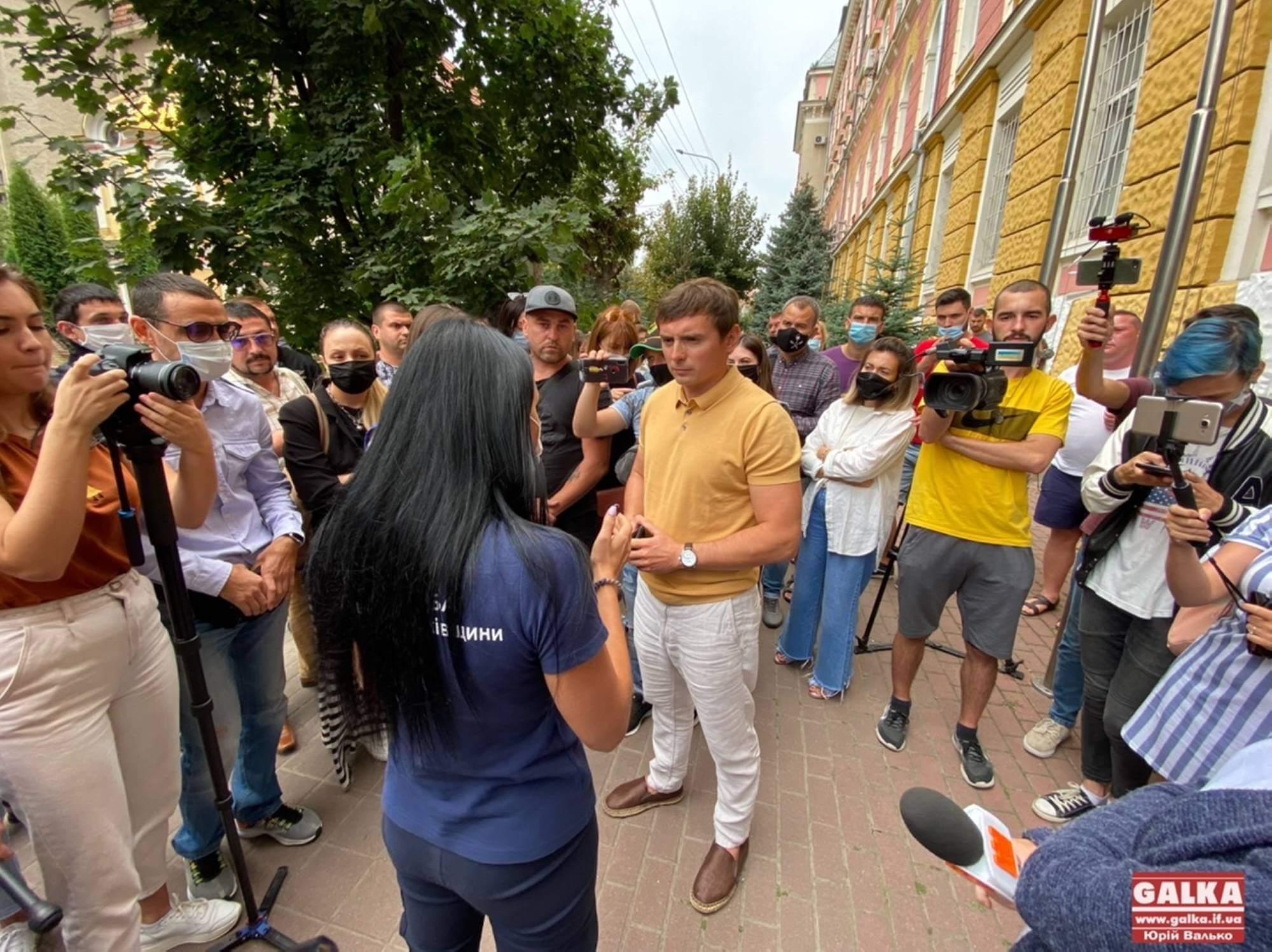 У Франківську поліціянти попереджали підприємців про закриття закладів: останні вийшли на протест (ФОТО, ВІДЕО)