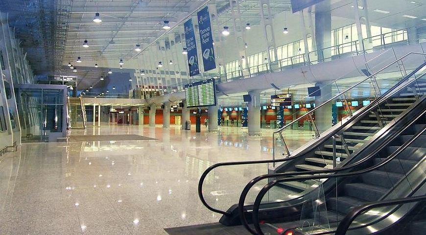 В аеропорту Львова застрягли іноземці, які приїхали до батьків: прикордонники не вважають їх дітьми