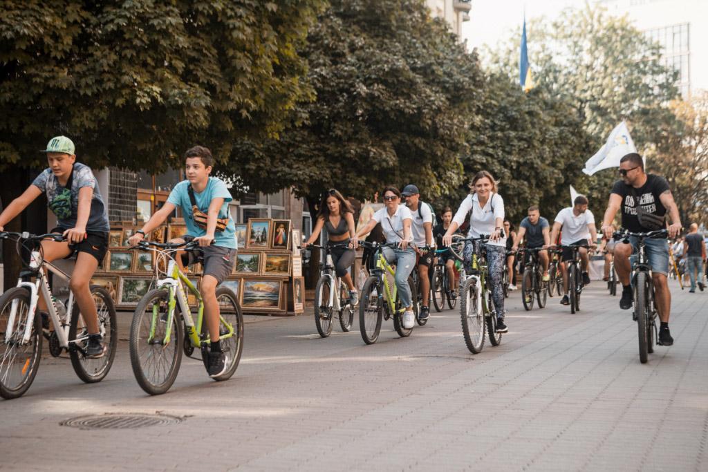 Десятки франківців виїхали на велопробіг, аби привернути увагу до стану велоінфраструктури міста