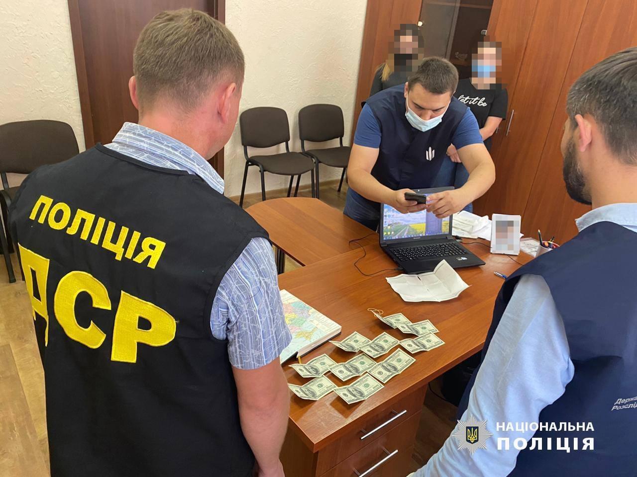 Керівників одразу сімох лісгоспів Прикарпаття затримали за спробу підкупу поліції (ФОТО)
