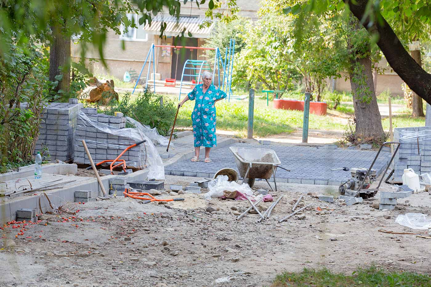 На вулиці Бобикевича взялися капітально ремонтувати міжбудинкові проїзди (ФОТО)