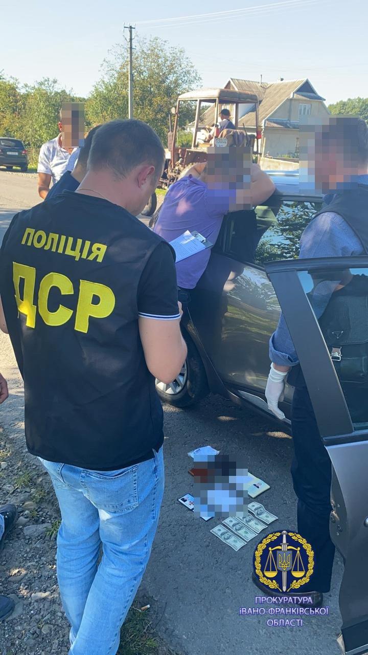 На Прикарпатті на хабарі взяли керівника місцевого відділу ДСНС (ФОТО)