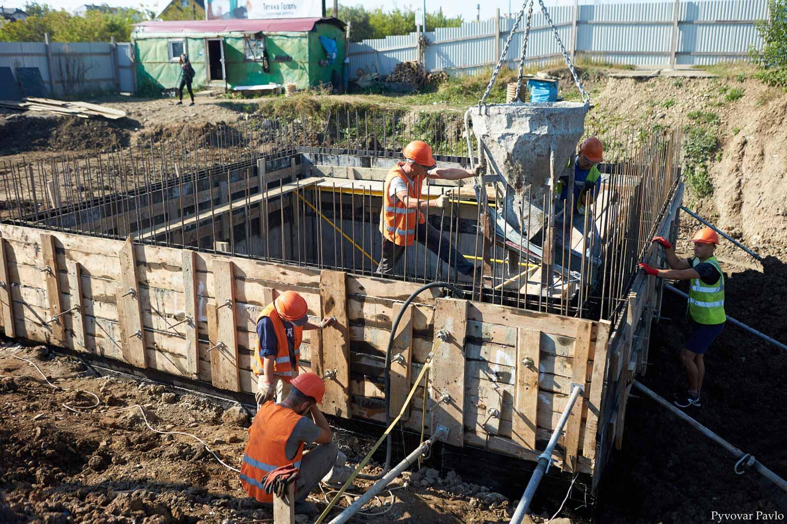 На Надрічній завершують будівництво колектора (ФОТО)