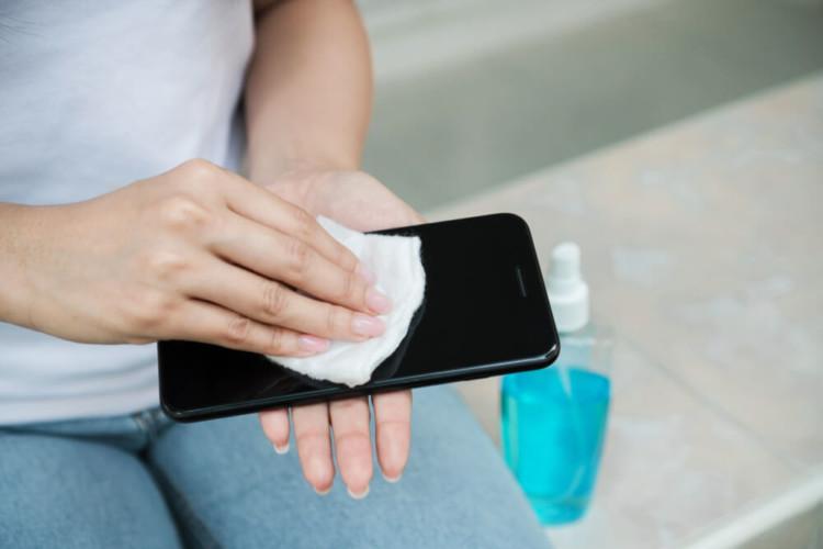 Галка рекомендує: чим дезінфікувати смартфони