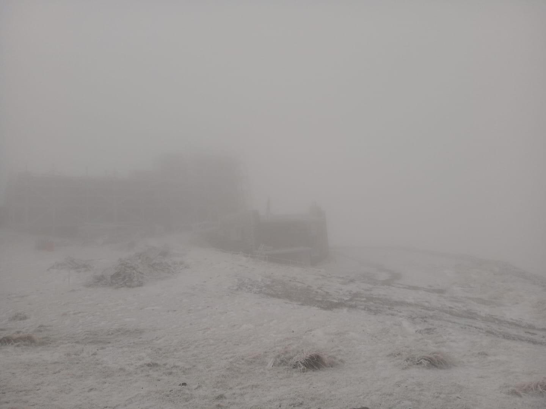 Українські Карпати засипало снігом (ФОТО)