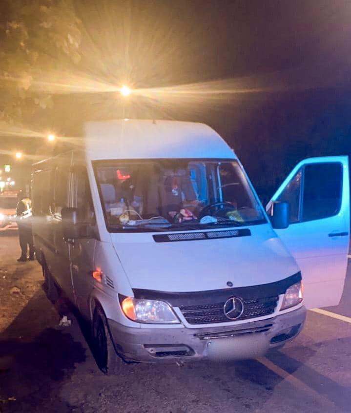 Лежав на дорозі: на Коломийщині водій наїхав на чоловіка та втік (ФОТО)