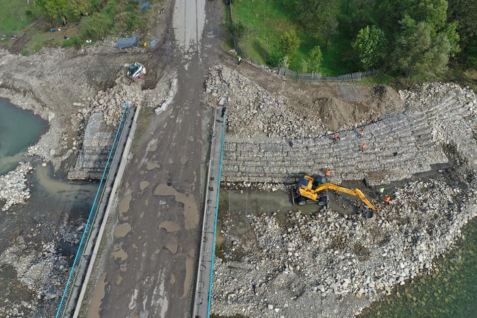 На Надвірнянщині почали ремонтувати аварійний міст (ФОТО)
