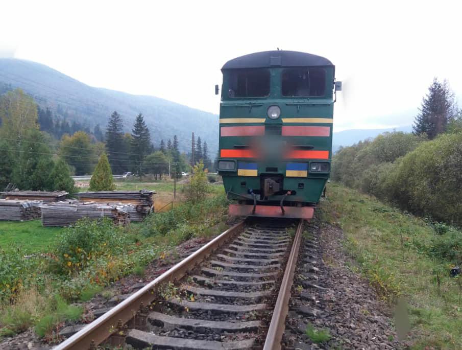 Вдарився головою об фару: подробиці наїзду потяга на пенсіонера в Микуличині (ФОТО)