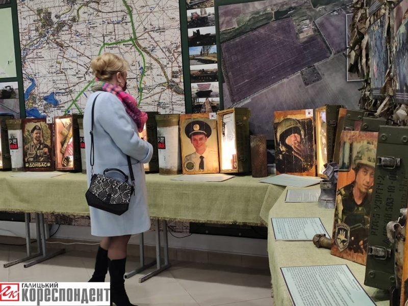 В Івано-Франківську відкрили виставку, присвячену загиблим на Донбасі (ФОТО)