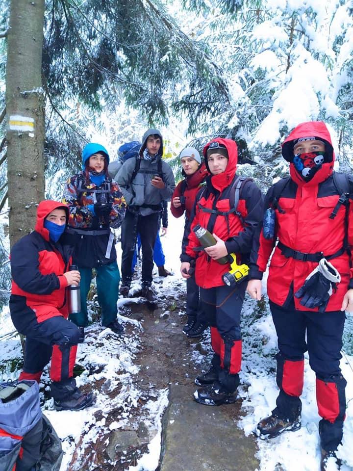 У горах через снігопад і туман заблукали троє львів'ян, їх відшукали рятувальники (ФОТО)