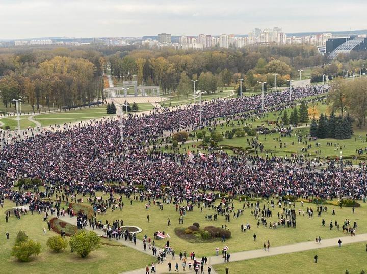 У Мінську на марш проти Лукашенка вийшли десятки тисяч людей (ФОТО)