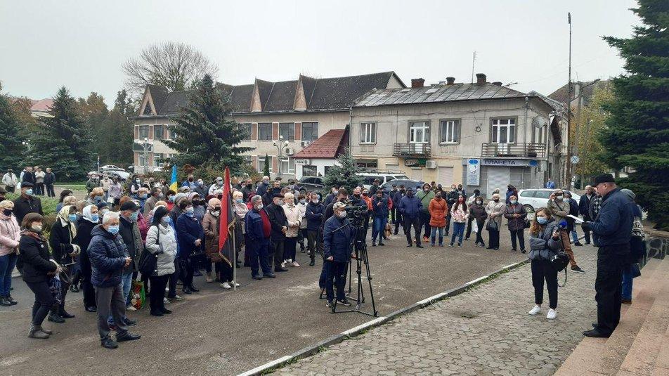 """""""Це підстава"""". Жителі Олешанської ОТГ вийшли на мітинг підтримати голову громади (ФОТО)"""