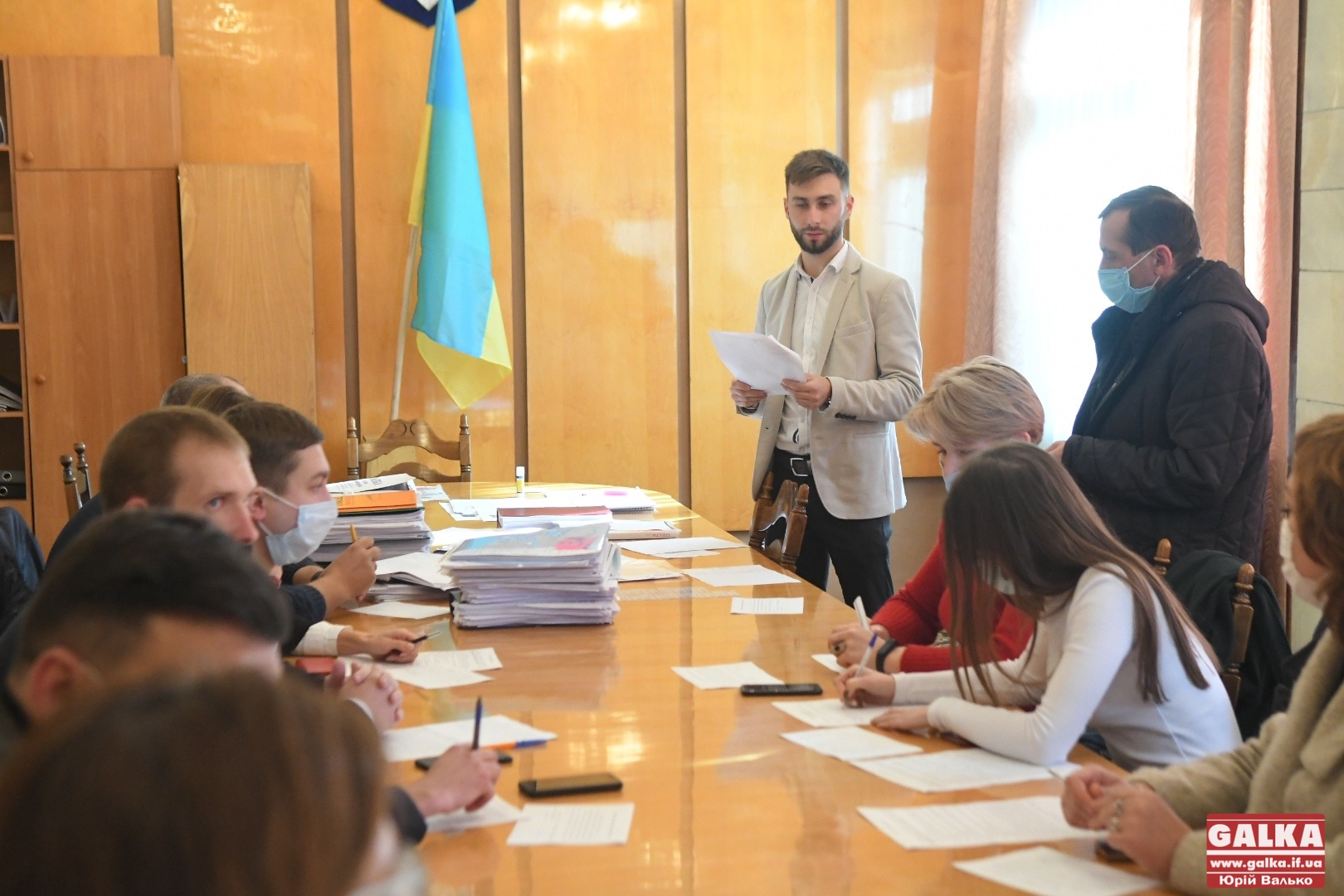 Спати не будуть: члени новоствореної обласної територіальної виборчої комісії вперше зібралися та склали присягу (ФОТО)
