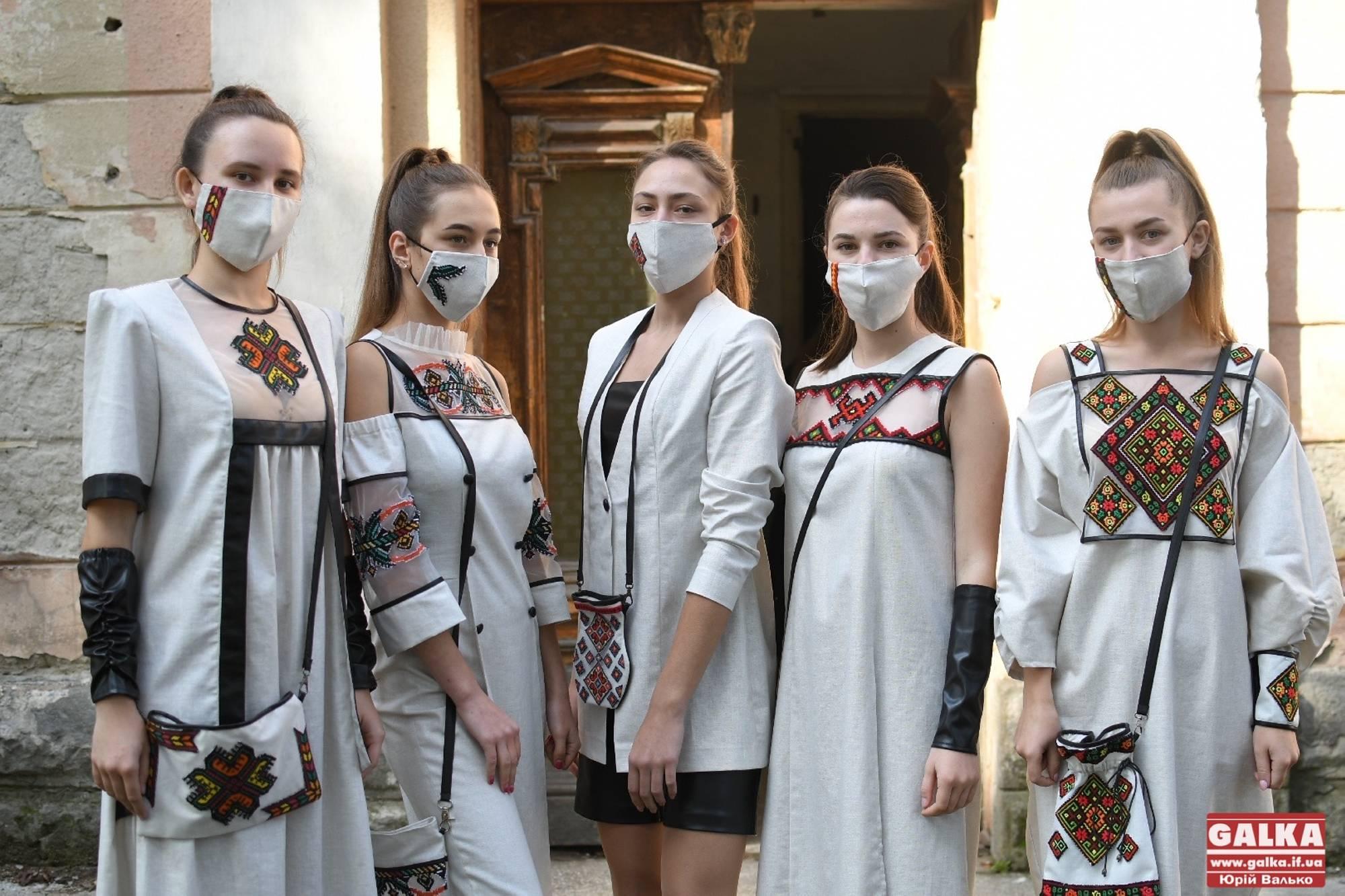 Вишиті маски та вбрання з натуральних тканин: у Франківську провели фестиваль етномоди КрайКА (ФОТО)