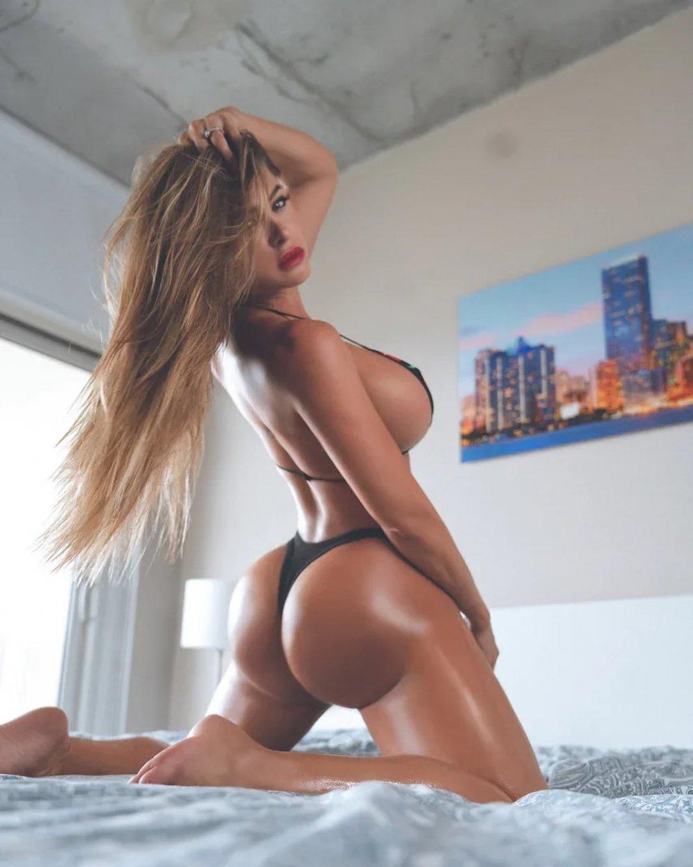 Розкута зірка Playboy збуджує фанів апетитними формами (ФОТО)