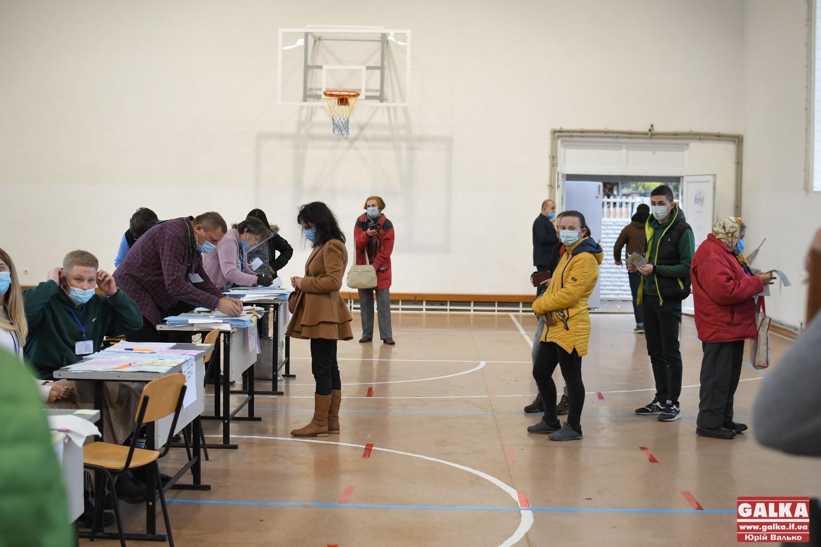 26 заяв про порушення отримали поліціянти з часу відкриття виборчих дільниць на Прикарпатті