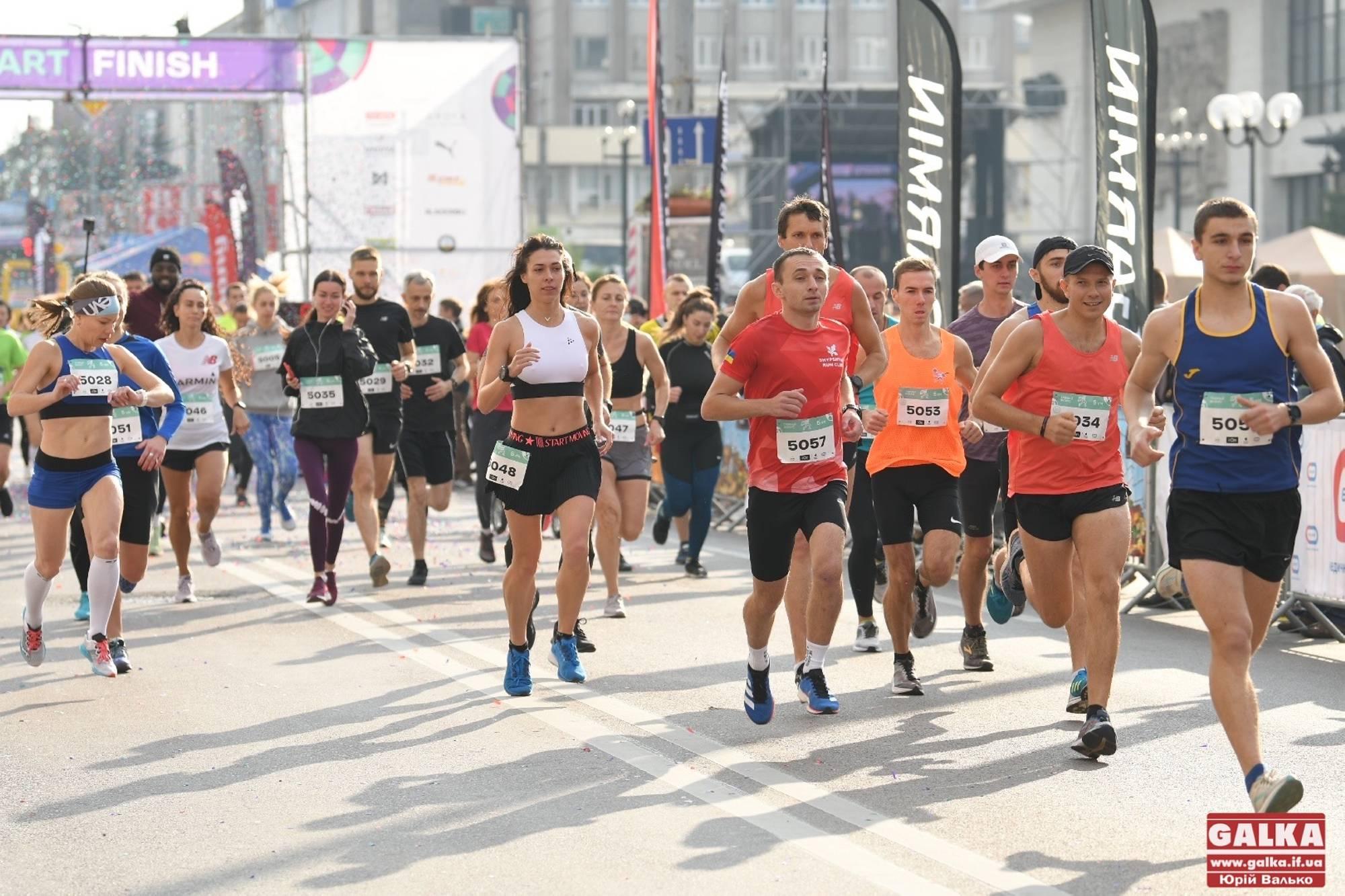 Frankivsk Half Marathon: сотні людей побігли Івано-Франківськом (ФОТОРЕПОРТАЖ)