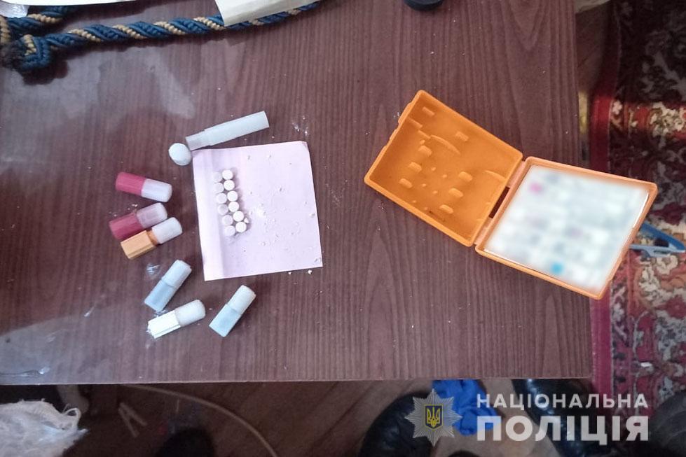 У прикарпатському туристичному містечку двоє наркоторговців збували амфетамін і марихуану (ФОТО)