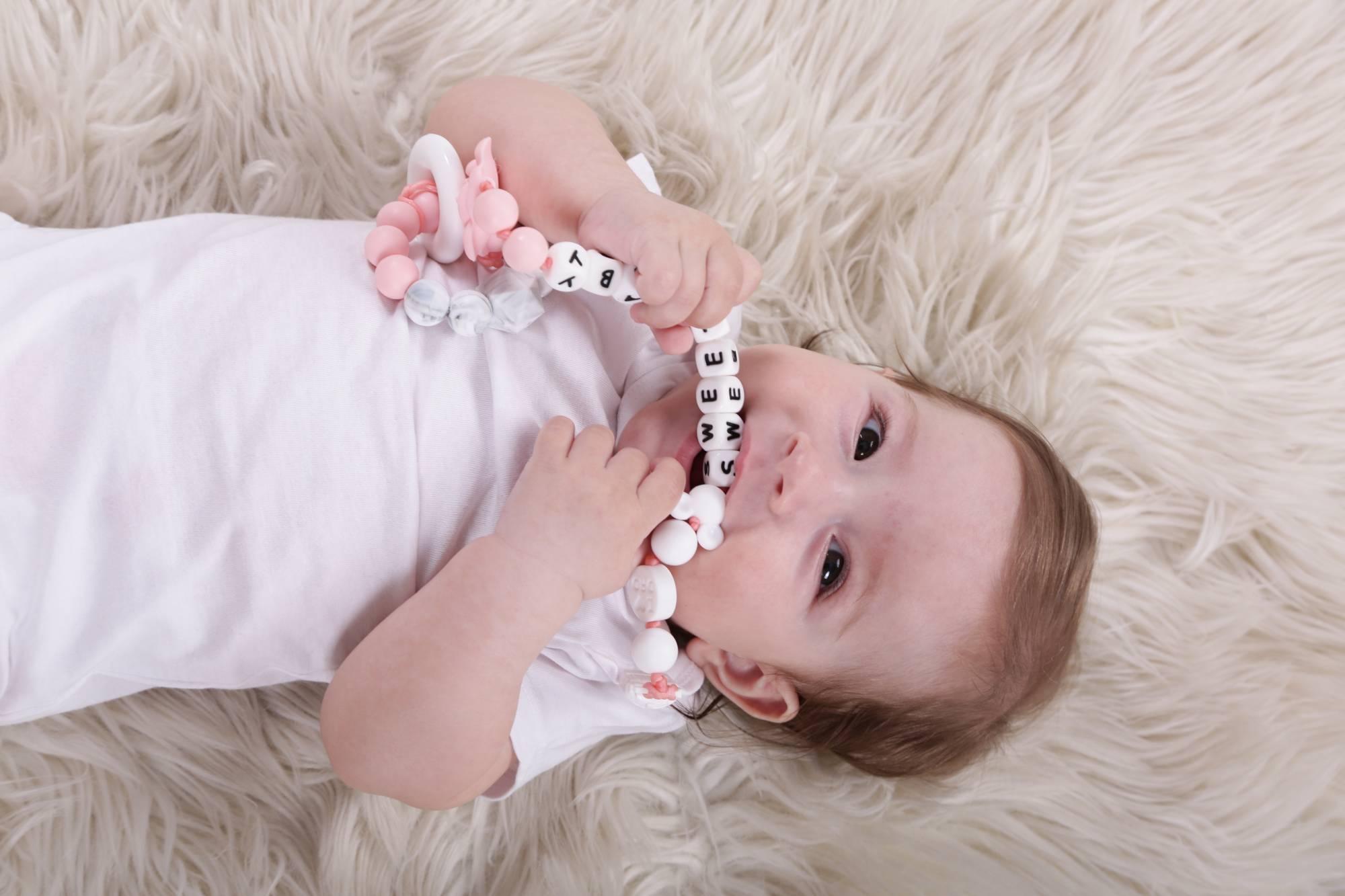 """""""Не просто іграшка"""": як франківка почала виготовляти гризунці для немовлят (ФОТО)"""