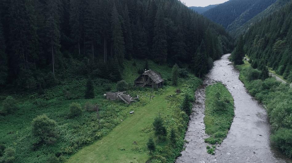 Прикарпатське село-привид показали з висоти пташиного польоту (ВІДЕО)