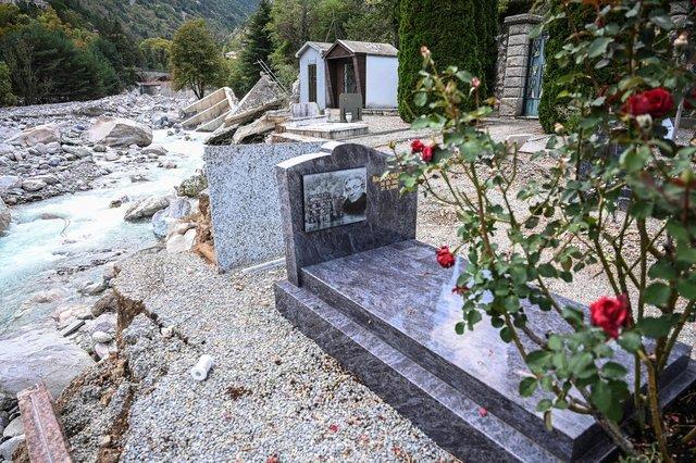 Серед загиблих від стихії на кордоні Франції з Італією виявили небіжчиків з розмитого цвинтаря