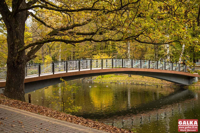 """Як виглядає """"золота"""" осінь у івано-франківському парку (ФОТО)"""