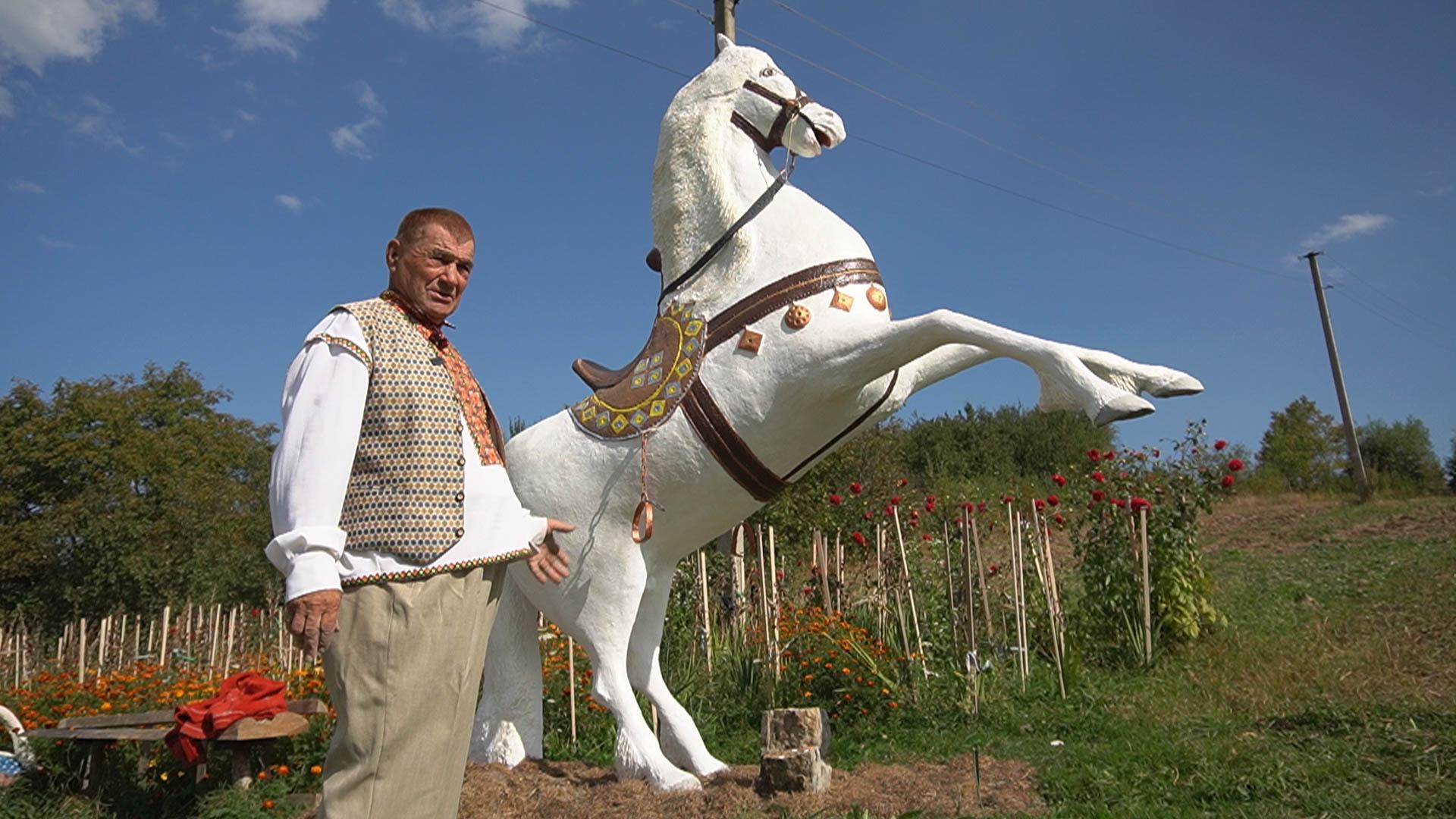 Замовляє весь світ: як скульптор з Прикарпаття своїми статуями дивує (ВІДЕО)