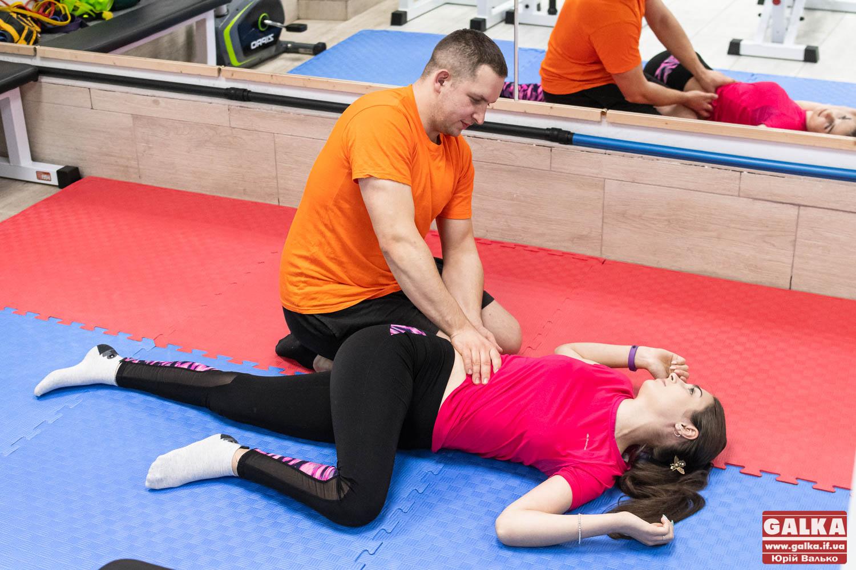 Як в Івано-Франківську закохані фізичні терапевти ставлять на ноги людей після травм (ФОТО)