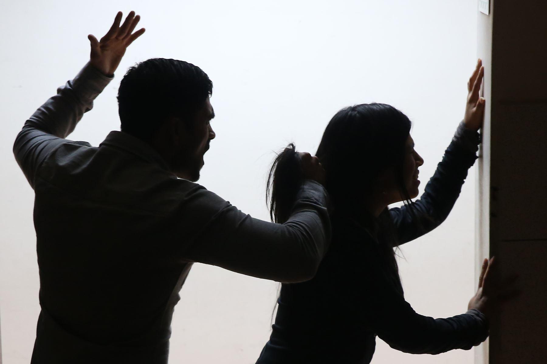 """""""Це історія кожної п'ятої українки"""", – прикарпатські патрульні презентували емоційний ролик про домашнє насильство  (ВІДЕО)"""