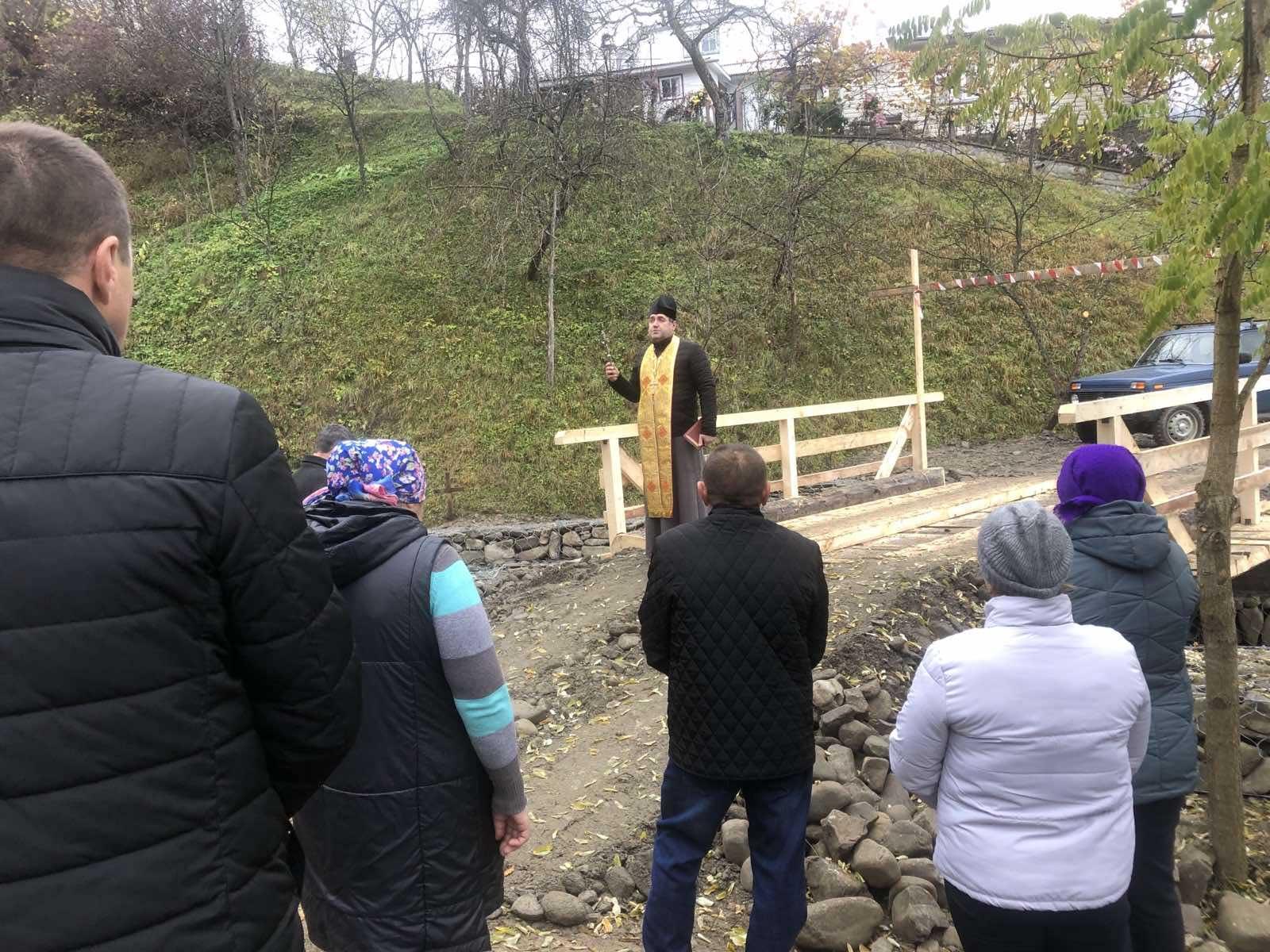 На Косівщині відновили та освятили берегоукріплення, й міст, які постраждали від повені (ФОТО)