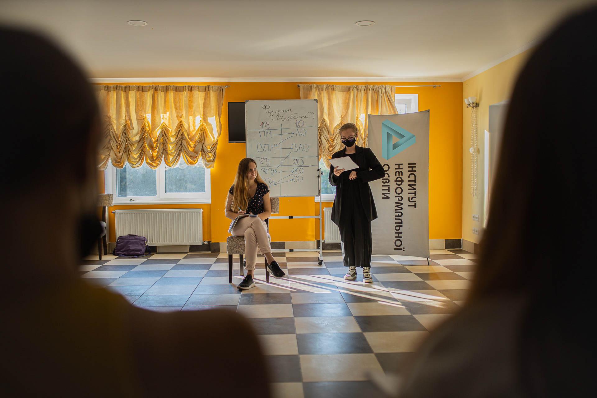 """«Освітня станція """"Д""""»: як вивчення дебатів змінило життя юних прикарпатців і не тільки… (ФОТО)"""