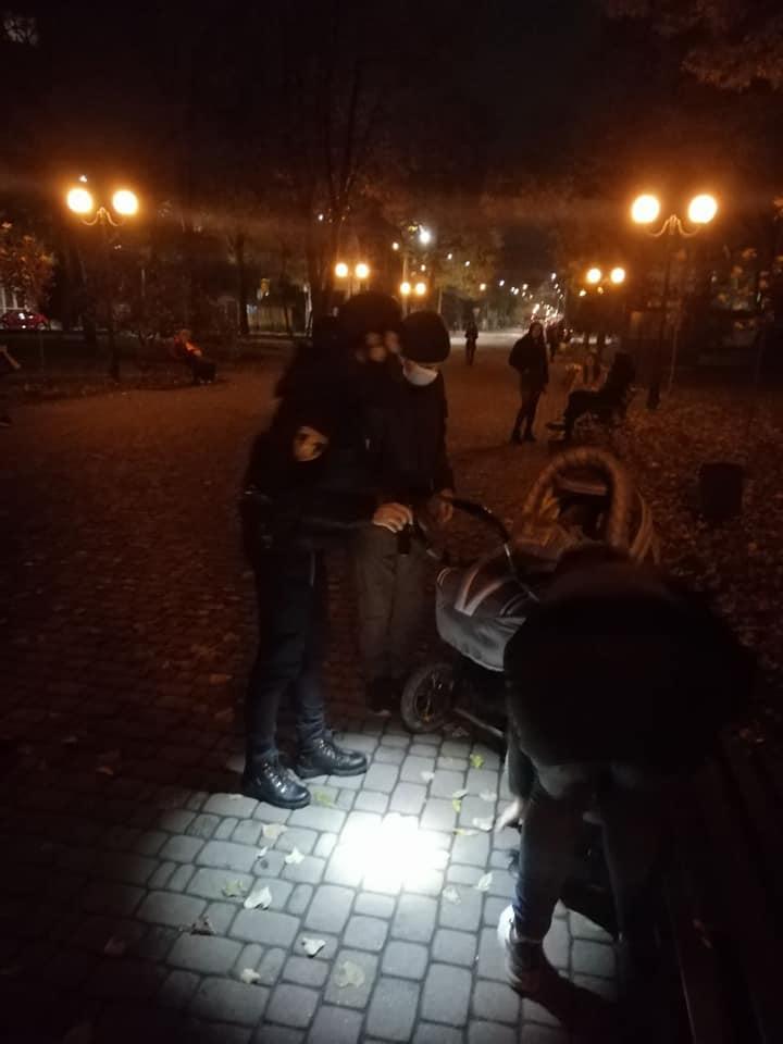 Поблизу вокзалу знайшли непритомну жінку з немовлям (ФОТО)