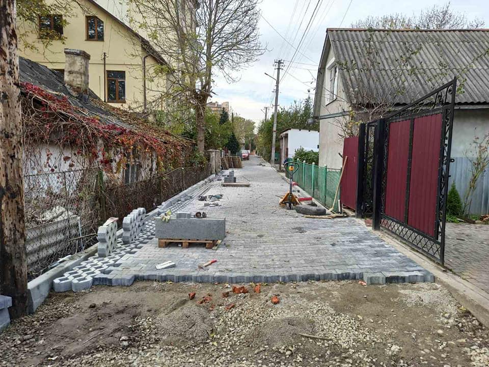 Вулицю Уляни Кравченко ремонтують в Івано-Франківську (ФОТО)