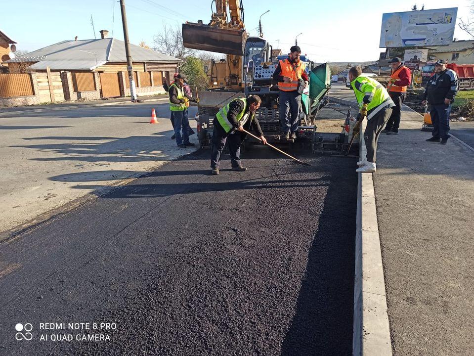 Дорожники розповіли про завершення ремонту доріг держзначення Прикарпаття (ФОТО)