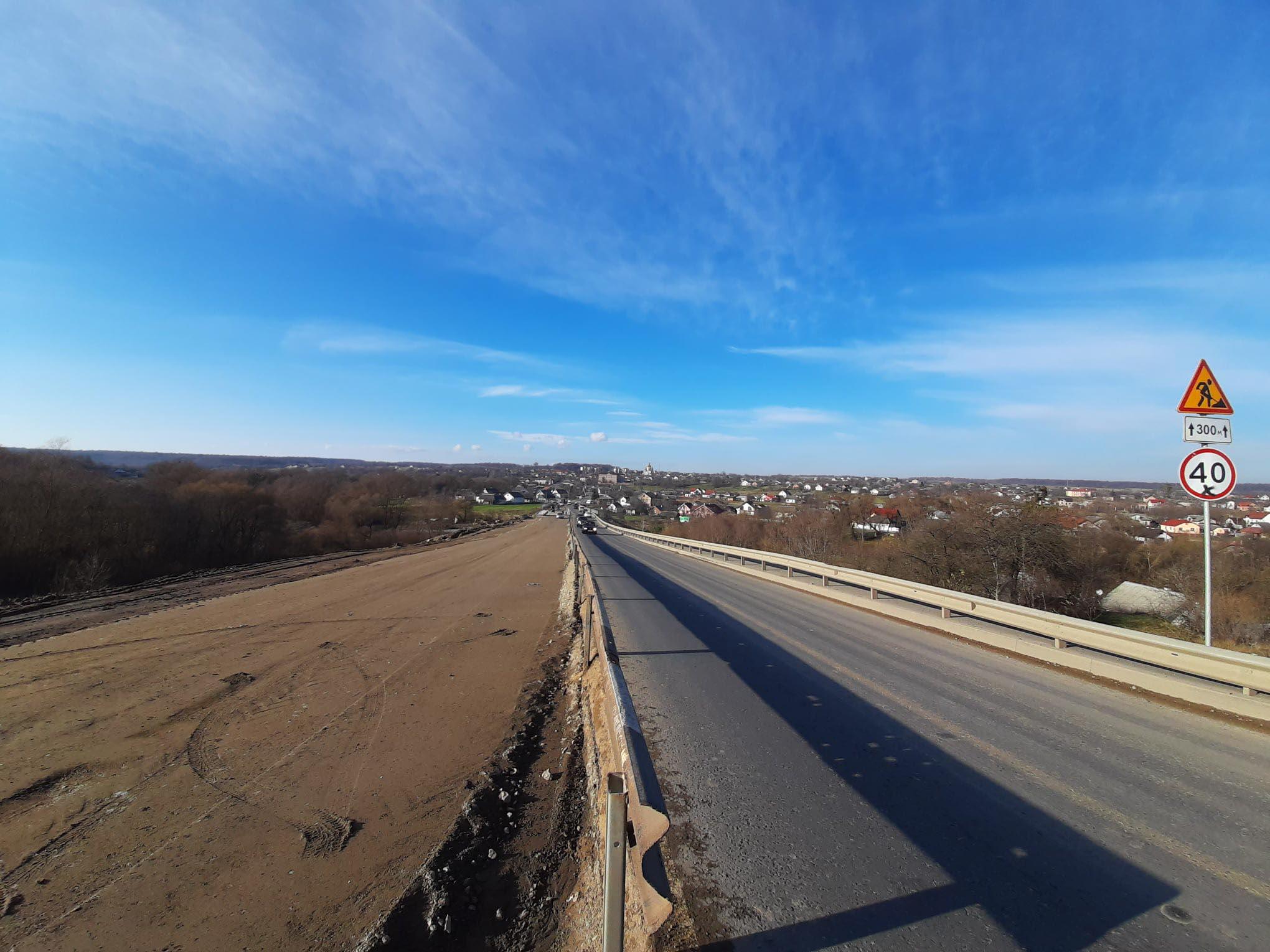 На дорозі національного значення в Калуському районі триває капремонт мосту (ФОТО)