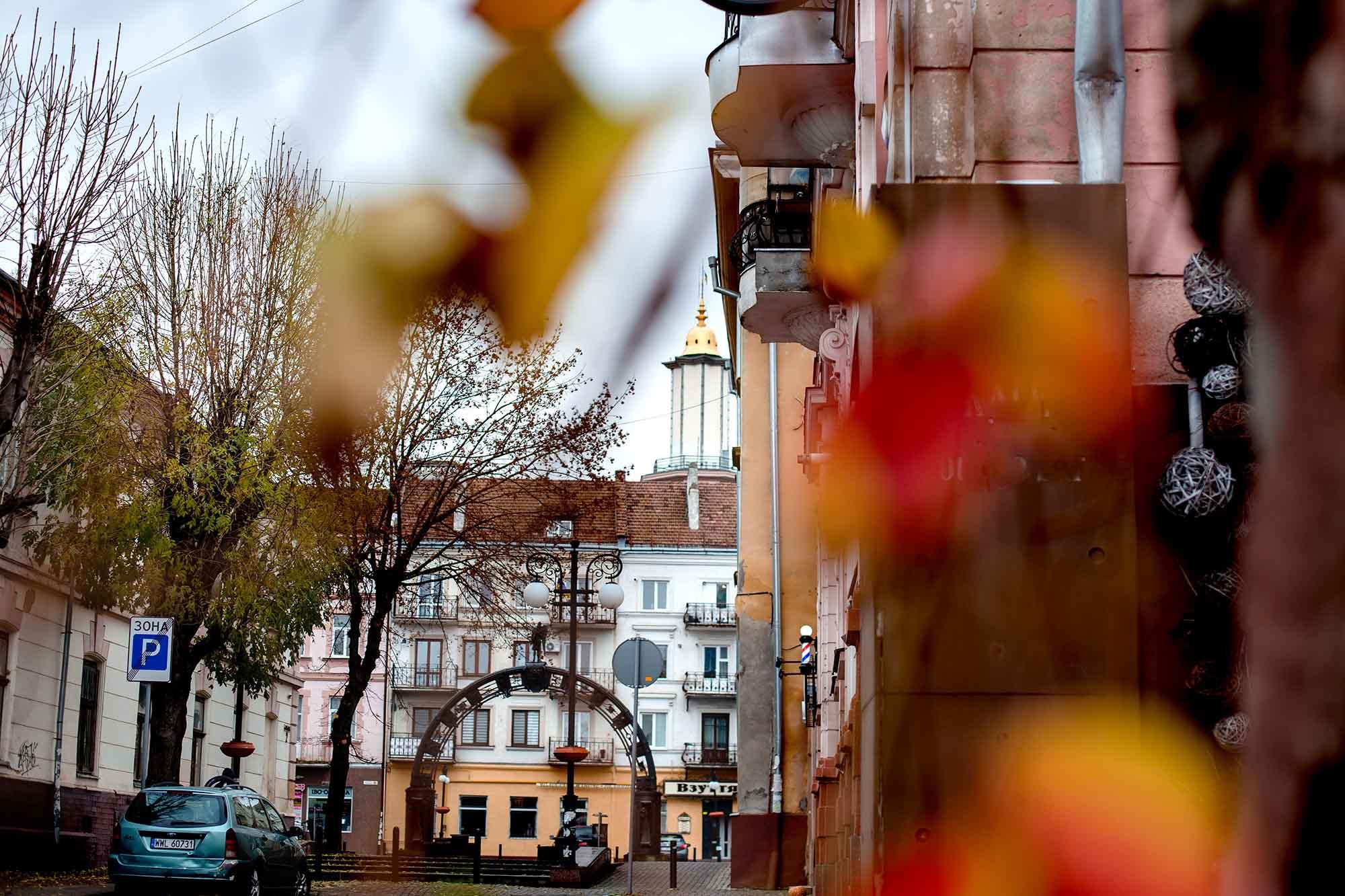 Осінній та дощовий: у мережі виклали світлини ранкового Івано-Франківська (ФОТО)