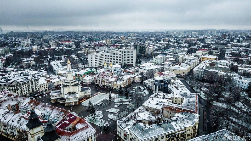 Середмістя Франківська, всипаного першим снігом, показали з висоти пташиного польоту (ФОТО)