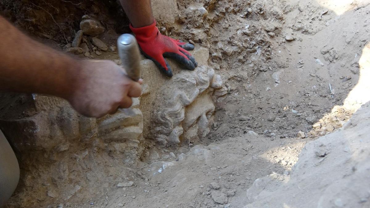 """У Туреччині """"чорні археологи"""" знайшли 2500-річний саркофаг"""