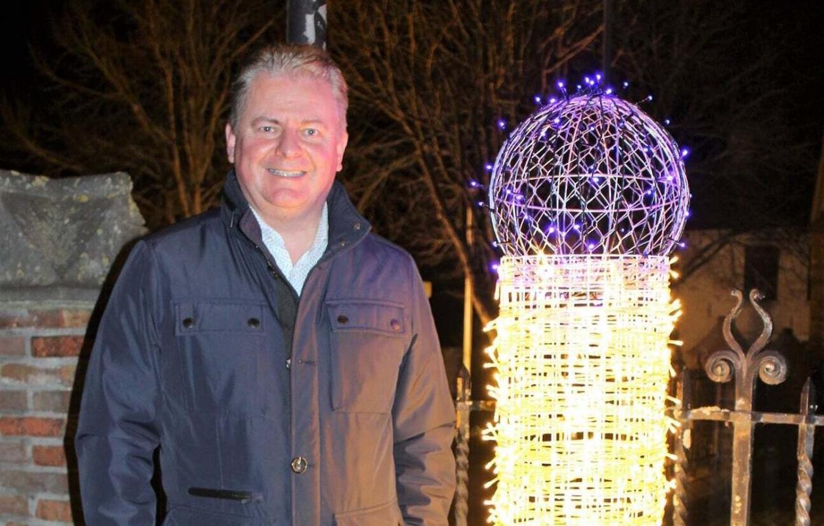 Різдвяний курйоз: меру міста довелося вибачатися за занадто фалічні різдвяні вогники (ФОТО)