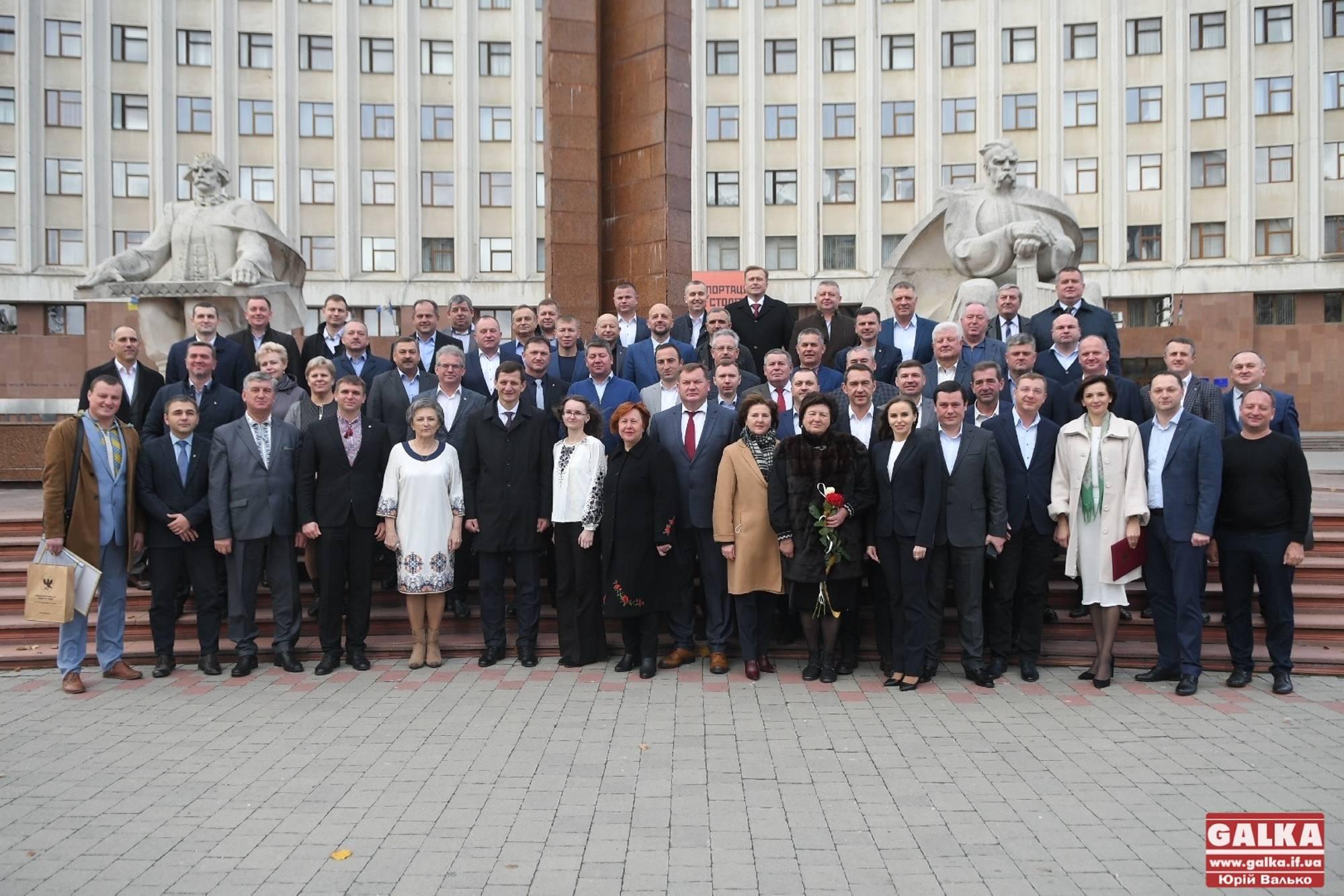 Нагородами та пам'ятною світлиною завершилася остання сесія облради чинного скликання (ФОТО)