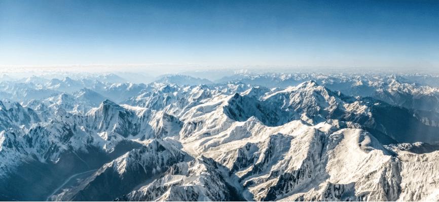 На вершині Евересту вперше виявили мікропластик