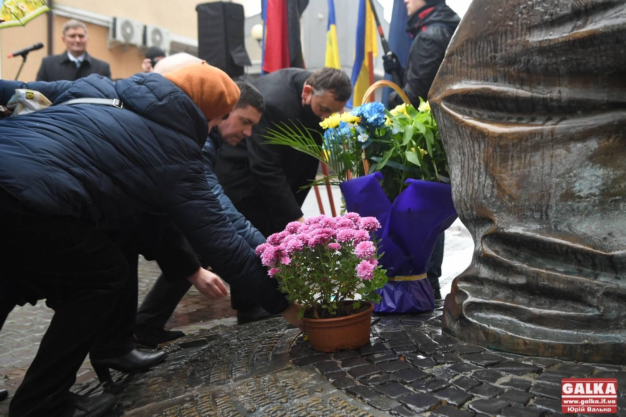 У центрі Франківська вшанували пам'ять страчених нацистами націоналістів (ФОТО)