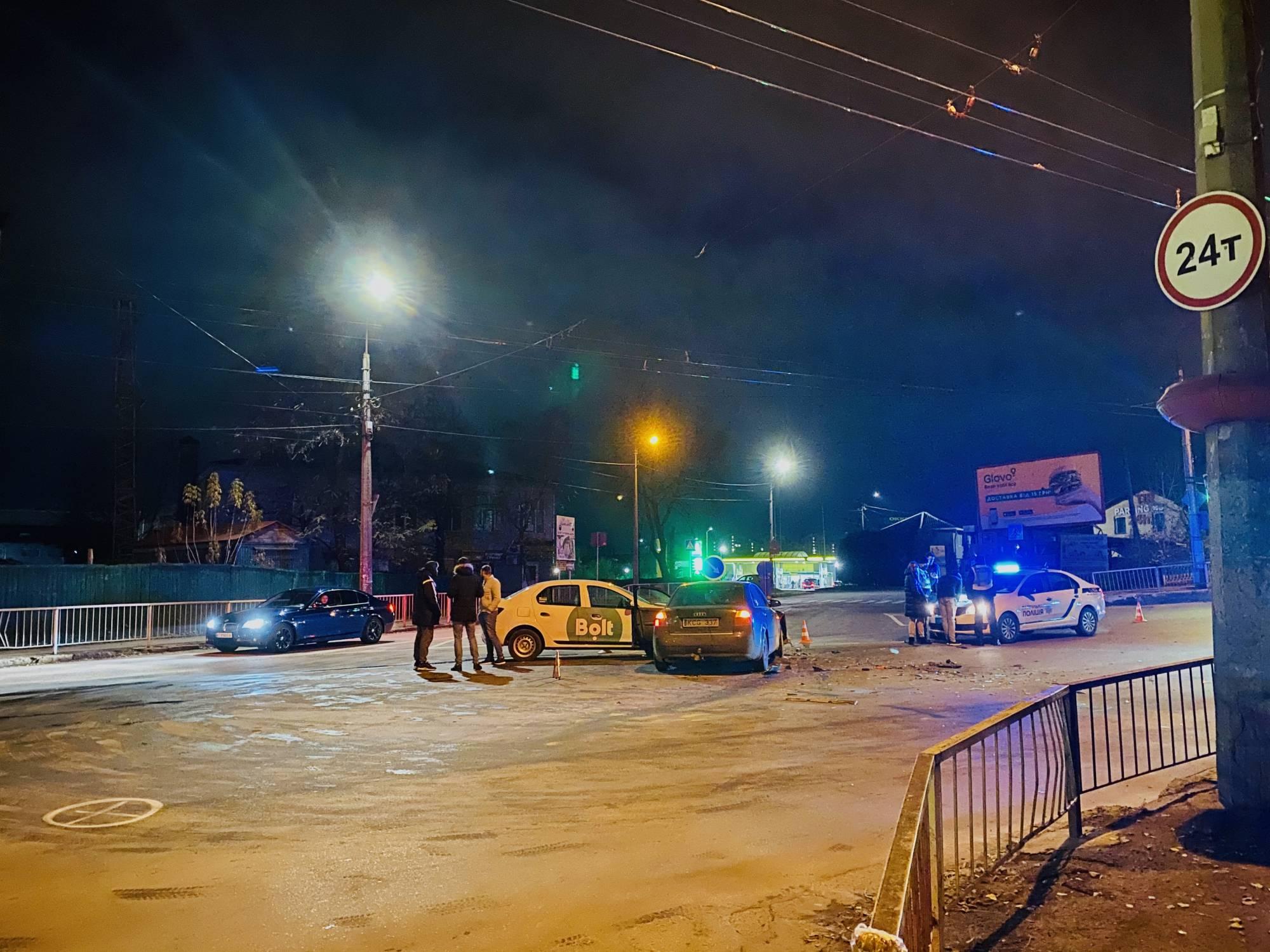 У Франківську водій служби таксі Bolt вчинив ДТП (ФОТО)