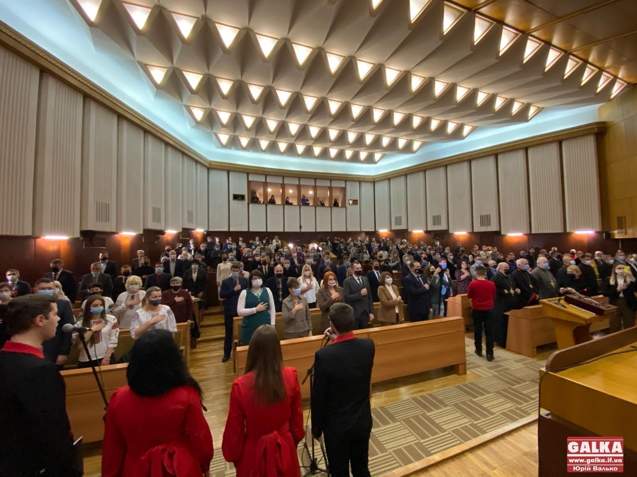 Розпочалася перша сесія новообраної Івано-Франківської міської ради (ФОТОРЕПОРТАЖ)