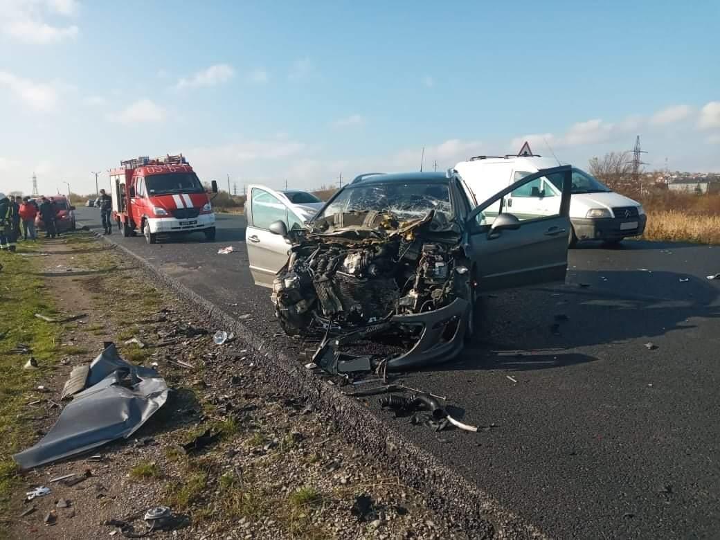 Смертельна ДТП у Калуші, загинули двоє людей (ФОТО)